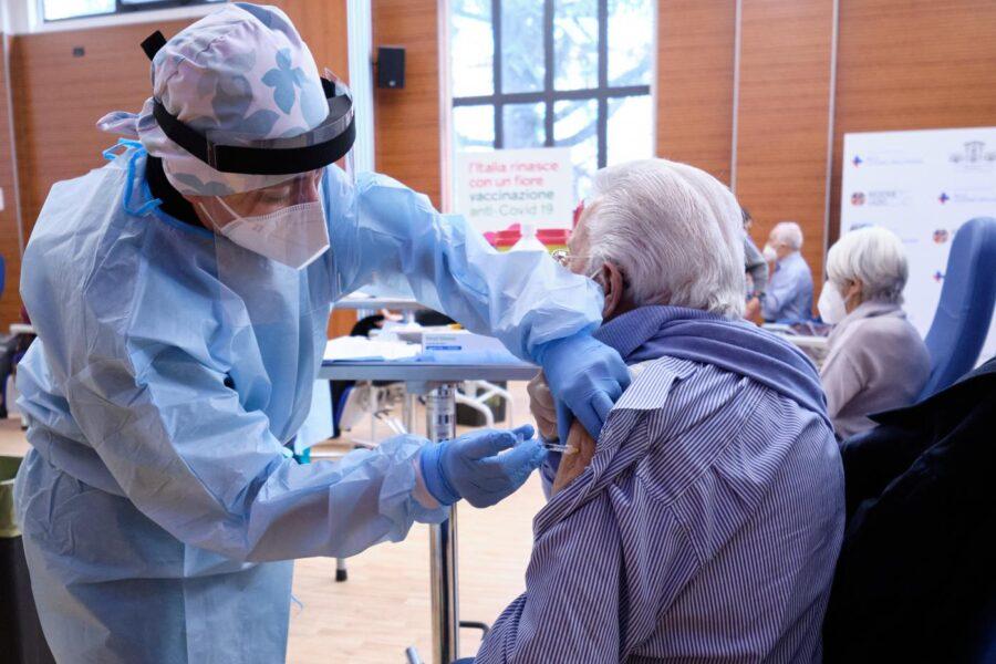 Vaccini, tocca ai medici di base: 35mila nella campagna