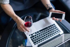 E-commerce sul vino, è boom: sempre più italiani acquistano online