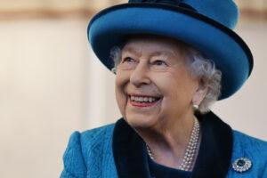 Cosa succede se muore la regina Elisabetta: dai social oscurati al discorso di chi sarà il nuovo re