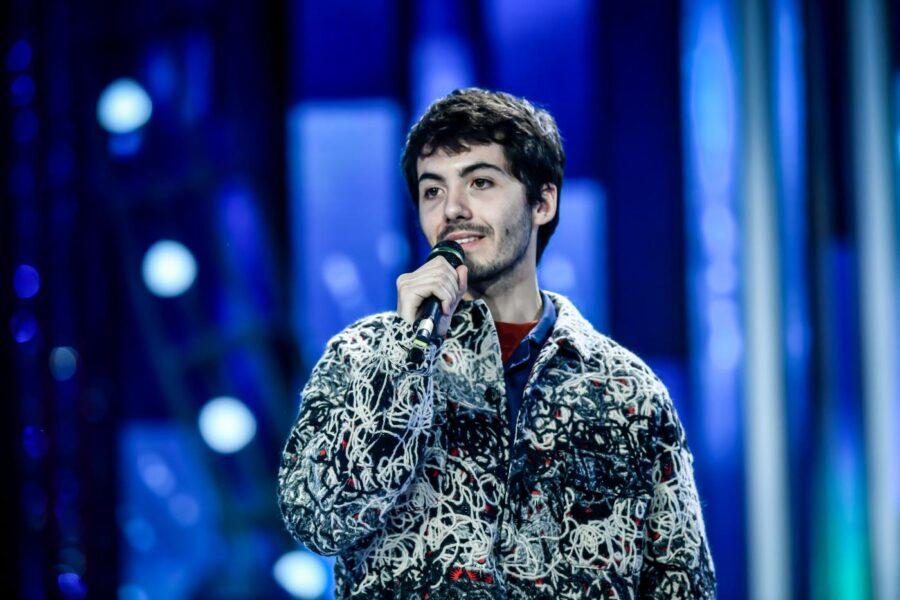 """Chi è Fulminacci, il cantautore romano a Sanremo con """"Santa Marinella"""""""