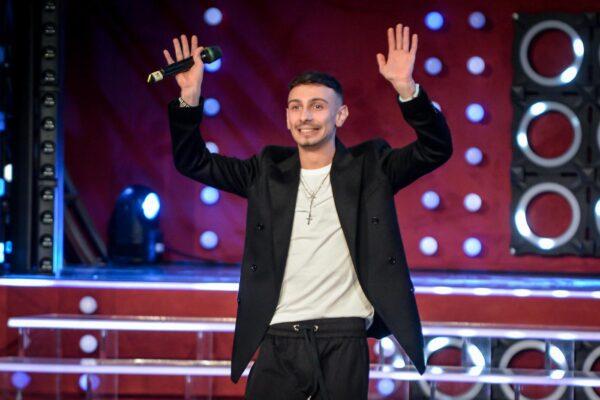 """Chi è Random, il rapper in gara a Sanremo con """"Torno a te"""""""