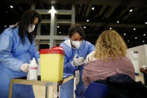 Vaccino, una sola dose ai guariti dal covid: il via libera del ministero