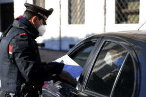 Foto Cecilia Fabiano/ LaPresse  15 Marzo 2021 Roma (Italia) Cronaca  Primo giorno in zona rossa: scattano i controlli nella Capitale  Nella foto: posto di blocco dei Carabinieri a San Pietro  Photo Cecilia Fabiano/LaPresse March 15, 2021  Roma (Italy)  News Italy has placed half the nation under its top level red zone covid-19 restrictions, including Rome. In the pic : Carabinieri police's  checkpoint in  front of San Pietro