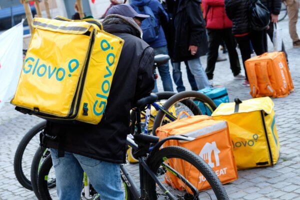 Perché i rider fanno sciopero: quali sono le richieste a Uber, Deliveroo, Glovo, Just Eat e Social Food