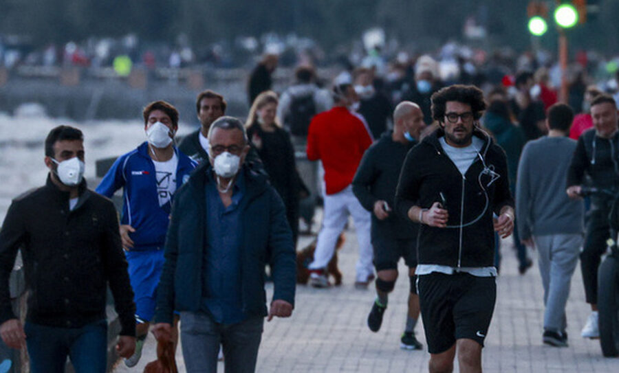 Il Coronavirus non esiste: al Sud 4 su 10 senza mascherina e metà popolazione non rispetta il distanziamento sociale