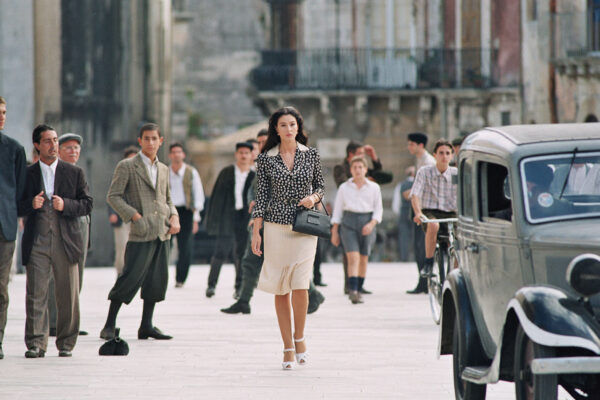 Fotogramma dal film Malena di Giuseppe Tornatore con Monica Bellucci