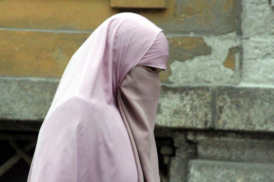 Referendum 'anti-burqa': in Svizzera vietata la copertura totale del viso