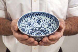 Compra ciotola di porcellana in un mercatino, ma poi scopre che vale 500mila dollari