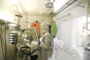 """Coronavirus, ancora 300 morti e 20mila nuovi casi. Speranza: """"Miglioramenti da fine primavera"""""""