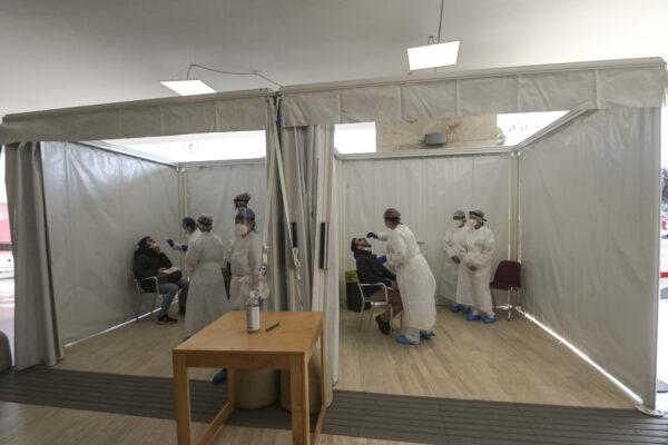 Coronavirus, l'indice Rt torna sotto l'1: arrivate in Italia oltre un milione e 300mila dosi di AstraZeneca