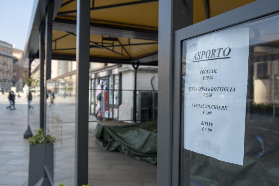 MILANO, ULTIMO WEEKEND DI ZONA ARANCIONE PRIMA DELLA ZONA ROSSA CARTELLO INFORMAZIONI ASPORTO