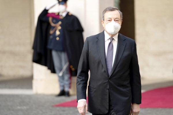 Draghi bacchetta le regioni, immunità di gregge entro luglio