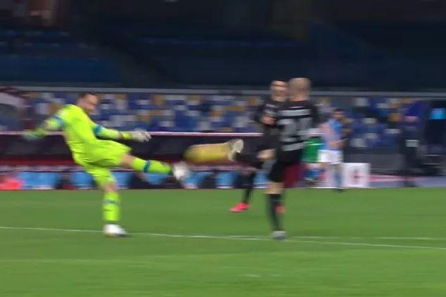 Napoli – Bologna, perché è stato annullato il gol a Palacio sul rinvio di Ospina