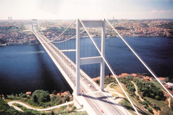 Il Ponte sullo Stretto va fatto ma come atto finale di un ripensamento infrastrutturale della Sicilia