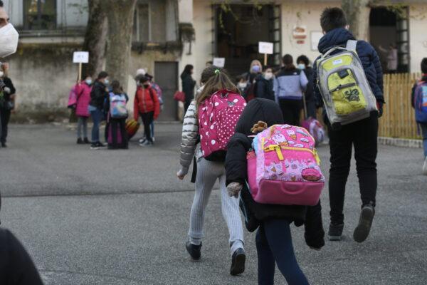 """Rientro a scuola nel Lazio, centinaia di docenti assenti: """"Con la Dad almeno avremmo fatto lezione"""""""