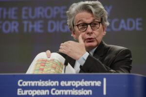 """L'Ue contro il vaccino Sputnik V: """"Non ne abbiamo bisogno, priorità agli europei"""""""