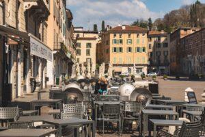 """Un anno di emergenza, viaggio nella città di Brescia: """"Salviamo gli adolescenti"""""""