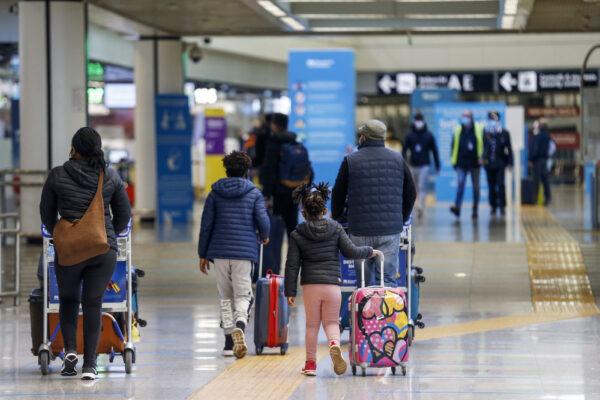 Chiusi in casa a Pasqua, ma si potrà viaggiare all'estero per turismo: polemiche sul blocco interno
