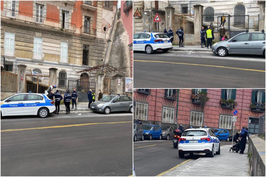 """Blitz dei vigili a Napoli, identificati maestri e genitori: """"Bimbi in lacrime, hanno perquisito gli zainetti"""""""