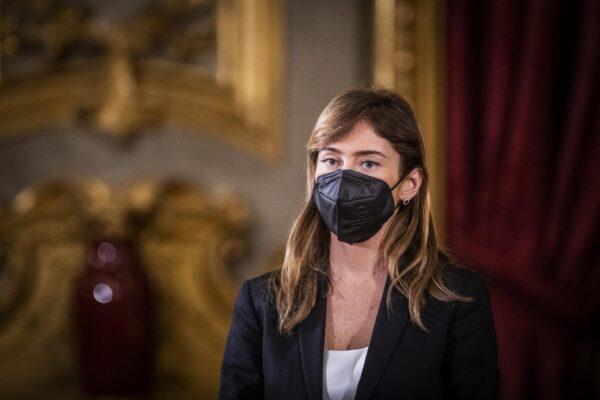 Maria Elena Boschi perseguitata da uno stalker, la denuncia in Procura per messaggi e mail di minaccia