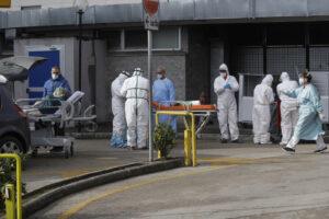 Muore 20 giorni dopo il vaccino AstraZeneca, il caso in Procura: era risultato positivo al Covid