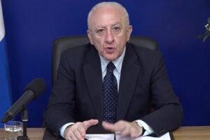 """De Luca: """"Campania ormai in zona rossa, esplosione contagi dovuta alle varianti"""""""