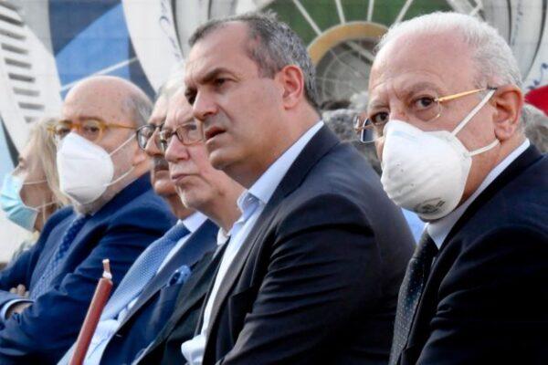 De Magistris e De Luca finalmente d'accordo grazie al populismo sui vaccini