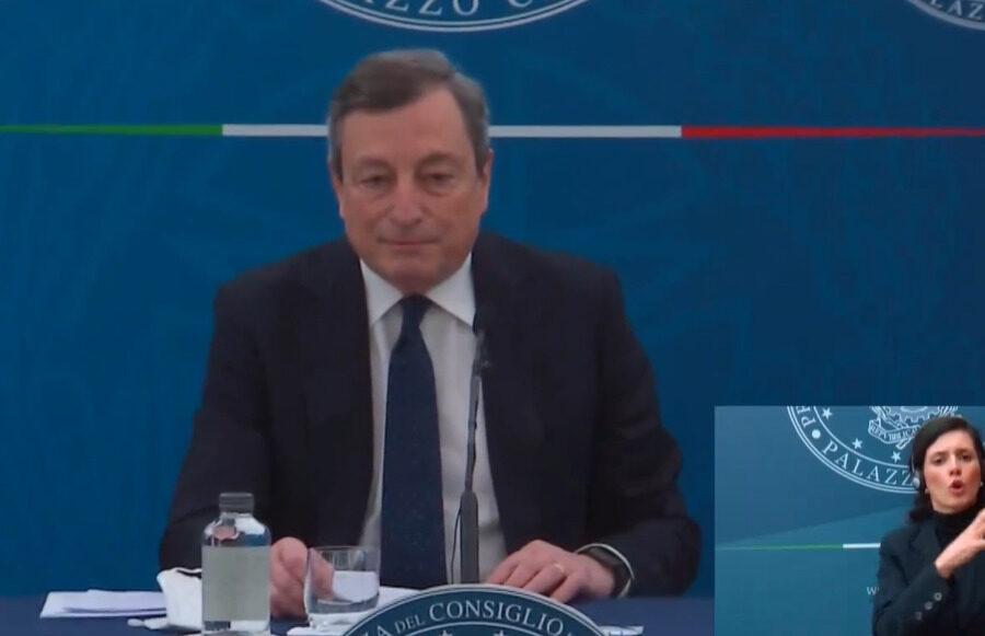 """Decreto Sostegni, Draghi: """"Lotta alla povertà, aiuti a imprese e pagamenti veloci. Estensione reddito emergenza"""""""