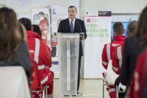 AstraZeneca, lo stop della Merkel irrita Draghi: così i no-vax si sono ripresi la scena politica