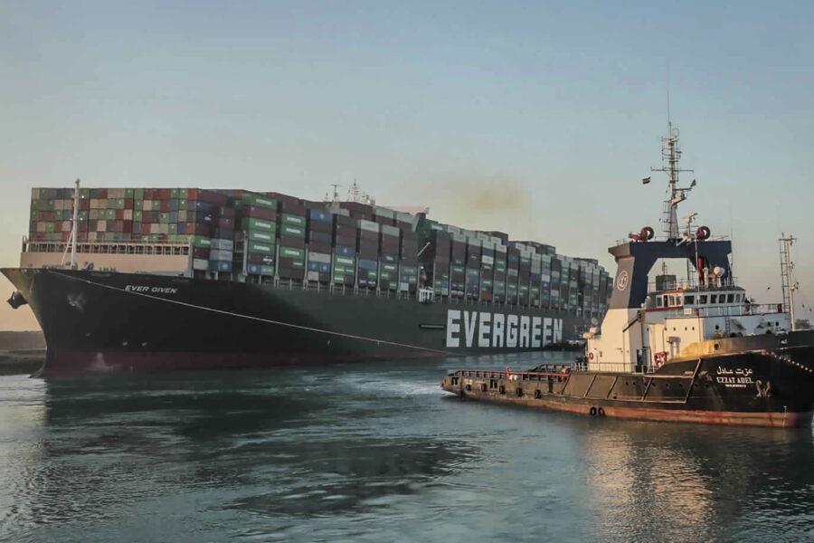 Suez, la nave Ever Given disincagliata: riparte il traffico nel Canale dopo sei giorni di caos
