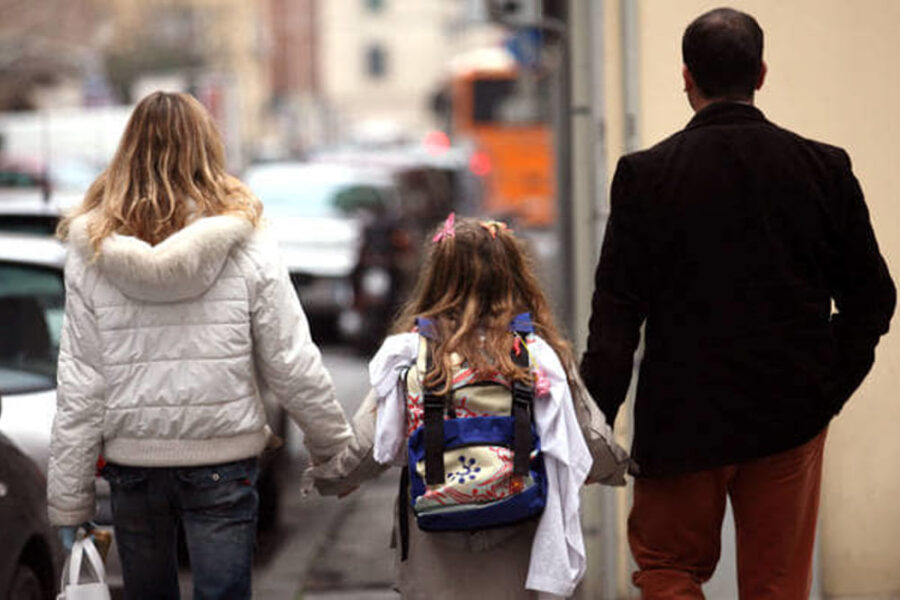 Approvato l'assegno unico per i figli da 250 euro al mese: come funziona e a chi spetta