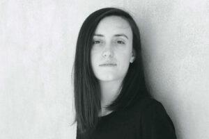 """""""L'acqua mai dolce"""",  il romanzo di Giulia Caminito in corsa per il Premio Strega"""