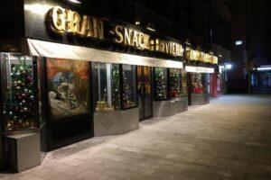 Chiude il Gran Bar Riviera di Napoli, in fallimento lo storico locale di Chiaia: 12 dipendenti senza lavoro