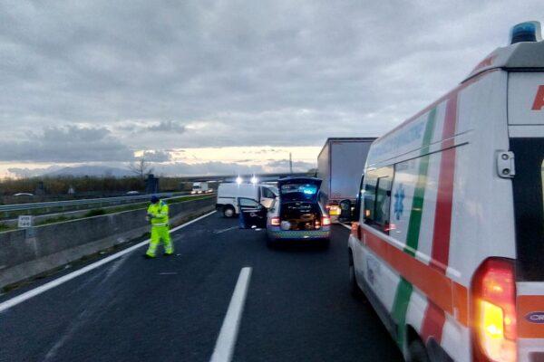 Tir contro auto sull'autostrada A1, un morto nell'impatto e traffico in tilt