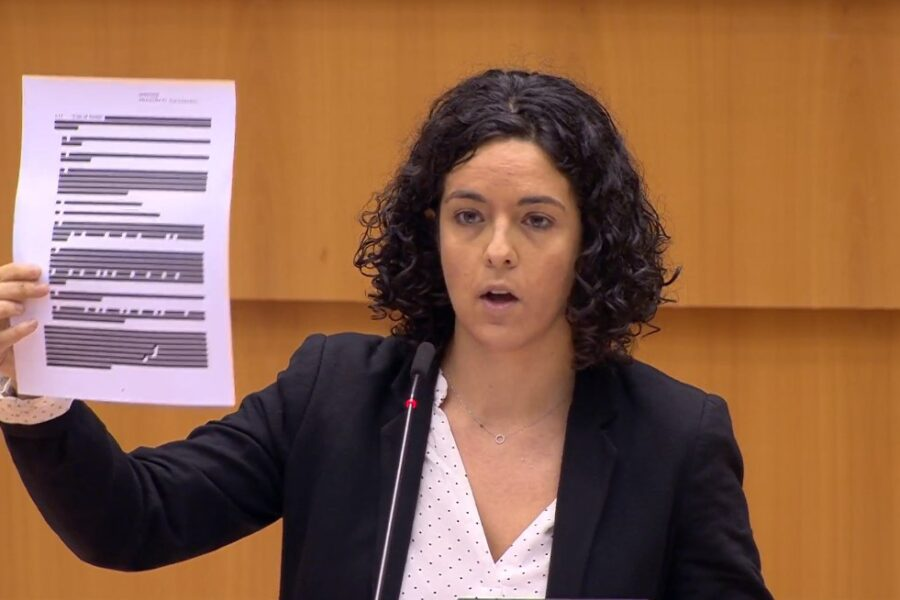 """Sui vaccini l'Europa si è inchinata a Big Pharma"", l'accusa dell'eurodeputata Aubry alla Von der Leyen"