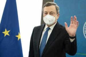 Draghi si scaglia contro i no-vax: basta non vaccinati nelle strutture sanitarie