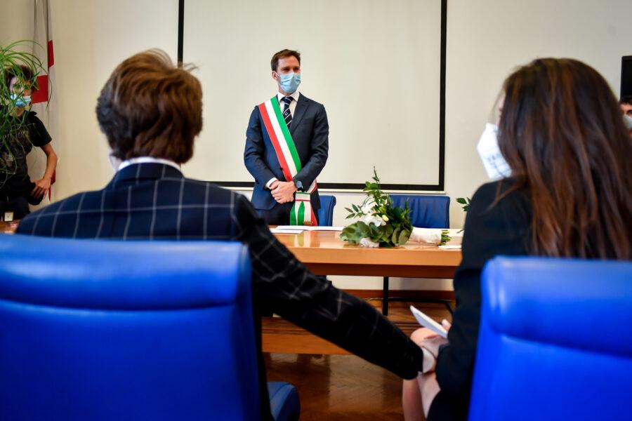Festa di matrimonio 'illegale' in casa interrotta dai carabinieri, maxi multa per il banchetto da 19 persone