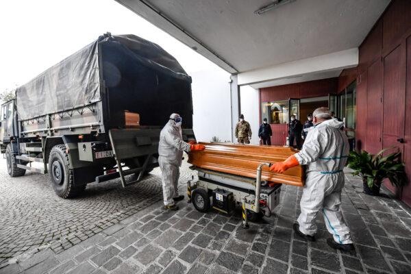 Ecatombe Covid in Italia, in 10 mesi 108mila decessi in più rispetto alla media: mai così tanti morti dal Dopoguerra