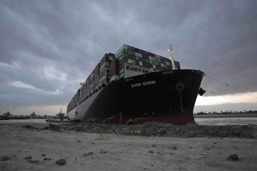 Suez, sbloccata la nave Ever Given: riapertura del Canale più vicina