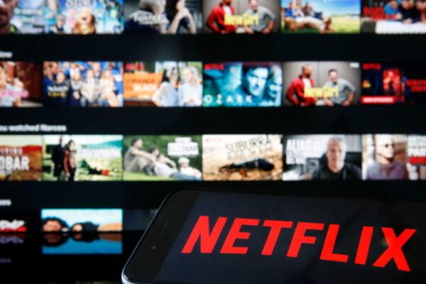 """Netflix dichiara guerra ai """"furbetti"""" dell'account condiviso: in arrivo il blocco"""