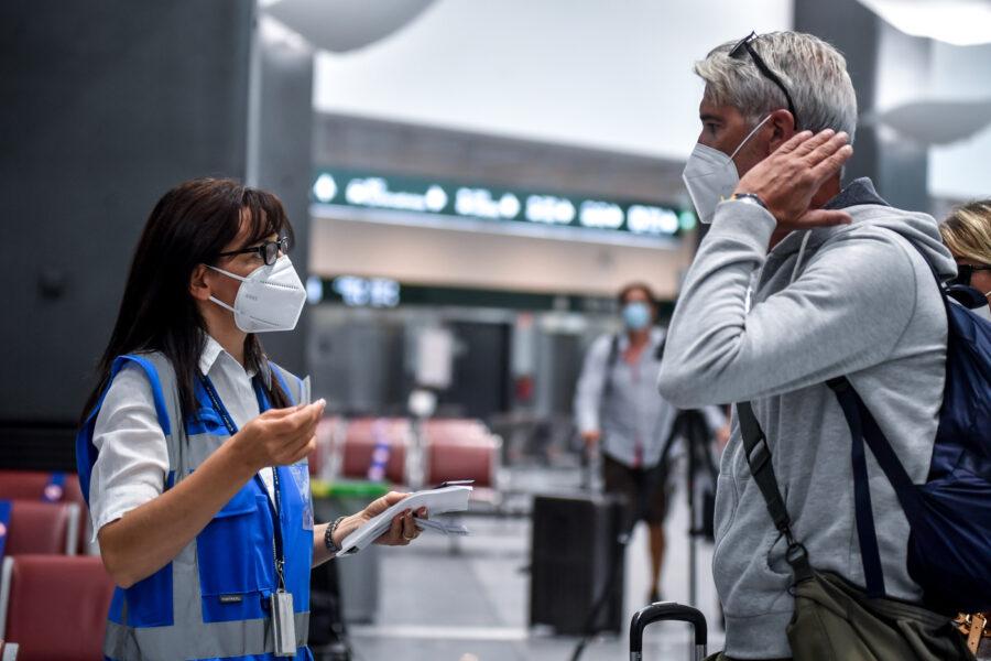 Passaporto vaccinale e hotel Covid free, riparte il turismo: è boom di prenotazioni di pacchetti e voli