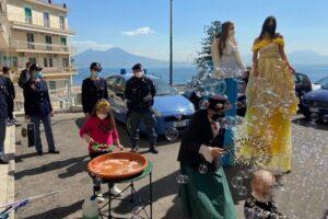 Polizia dai bimbi del Santobono-Pausilipon: uova di cioccolato, giochi e bolle di sapone