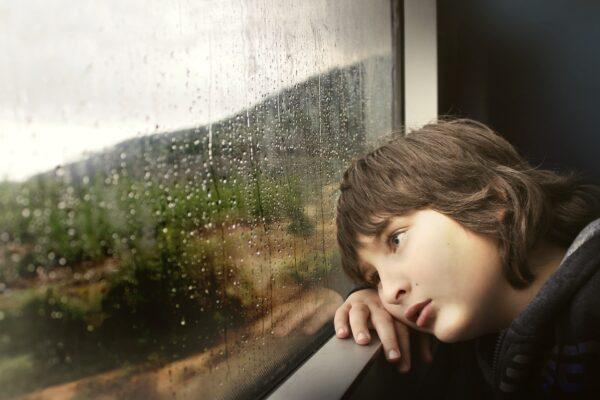 Disturbi del sonno e paure, gli effetti del Covid sui bambini: i consigli della psicologa su come affrontarli
