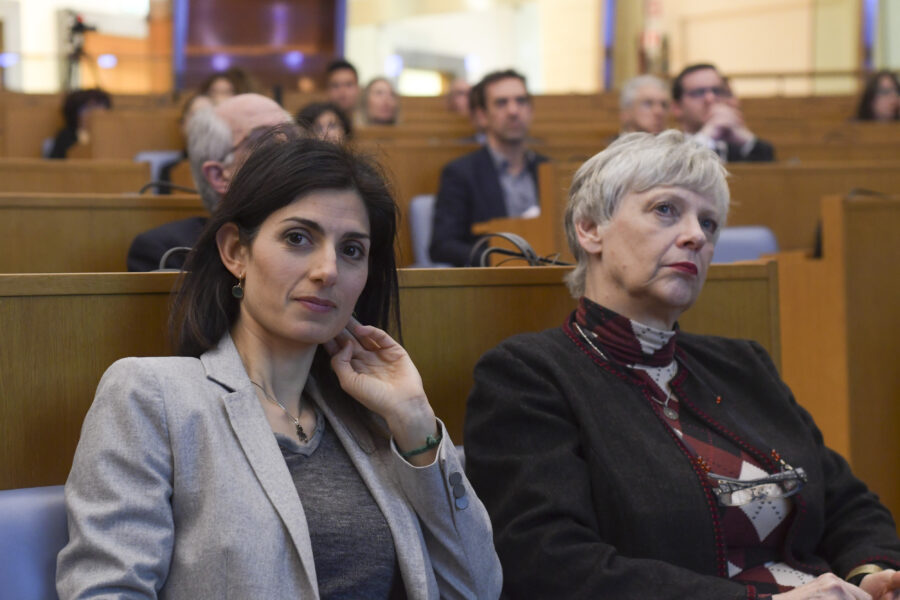 Raggi perde pezzi, Guerrini lascia il Movimento 5 Stelle: la sindaca resta senza maggioranza