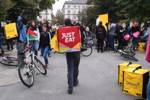Prima vittoria per i riders di Just Eat: saranno dipendenti
