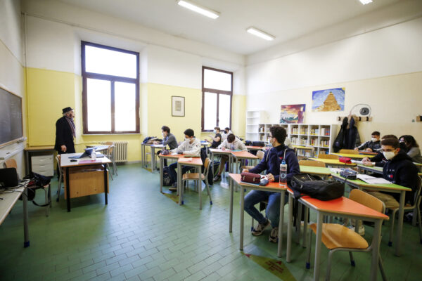 Nuovo Dpcm, scuole chiuse non solo in zona rossa: studenti a casa anche con più di 250 casi ogni 100 mila abitanti