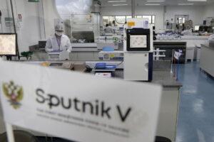 Il vaccino Sputnik arriva a Napoli: chiuso l'accordo tra Regione Campania e i russi