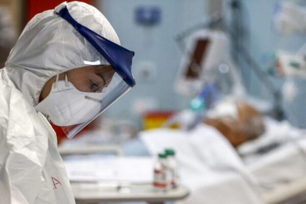 Coronavirus, ricoveri tornano sopra la soglia di allerta del 40%: allarme terapie intensive in 12 Regioni