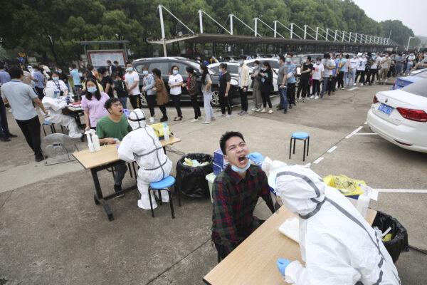 """Coronavirus, il dossier OMS da Wuhan: """"Diffusione non dovuta ad una fuga da laboratorio"""""""