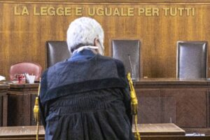 Tribunali lumaca: senza riforme e investimenti addio giustizia